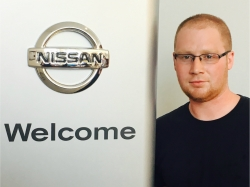 Service Technician Travis Smith in Service at Ken Pollock Nissan