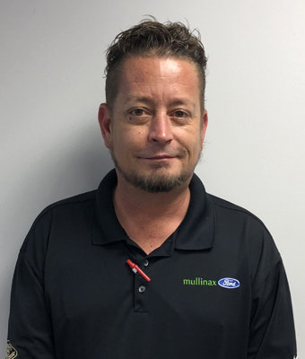 Service Advisor Steve Roberts in Service at Mullinax Ford West Palm