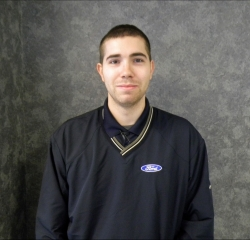 Quick Lane Advisor Troy Reuther in Service at Huntersville Ford