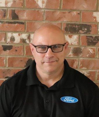 Service Director Rick Barley in Service at Columbiana Ford