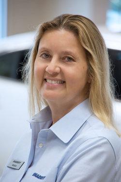 Sales Representative Wanda Bennett at Sharrett Auto Stores