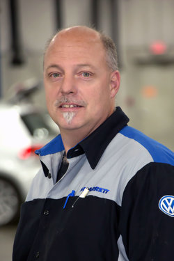 VW Technician Joe Bausman in Service at Sharrett Auto Stores