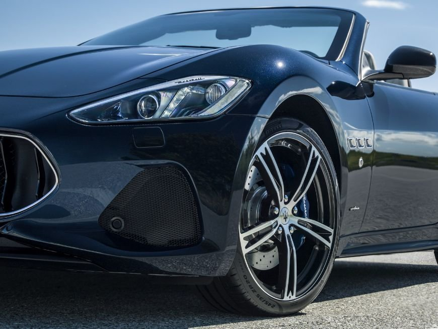 front air intake on the 2018 maserati granturismo convertible