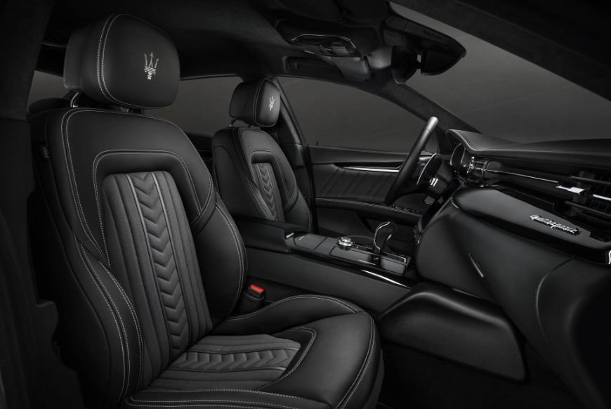 black leather interior found in the 2018 maserati quattroporte