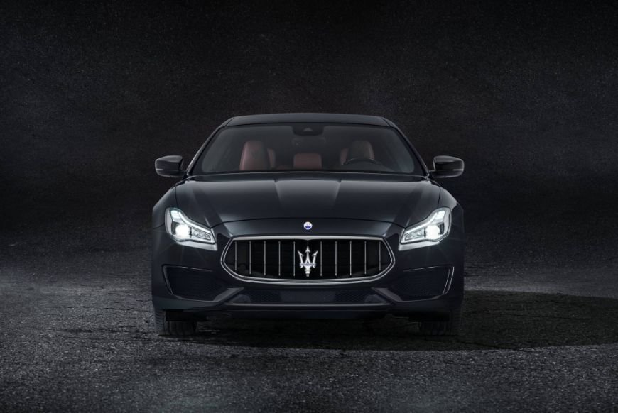 front view of the 2018 maserati quattroporte gransport sedan