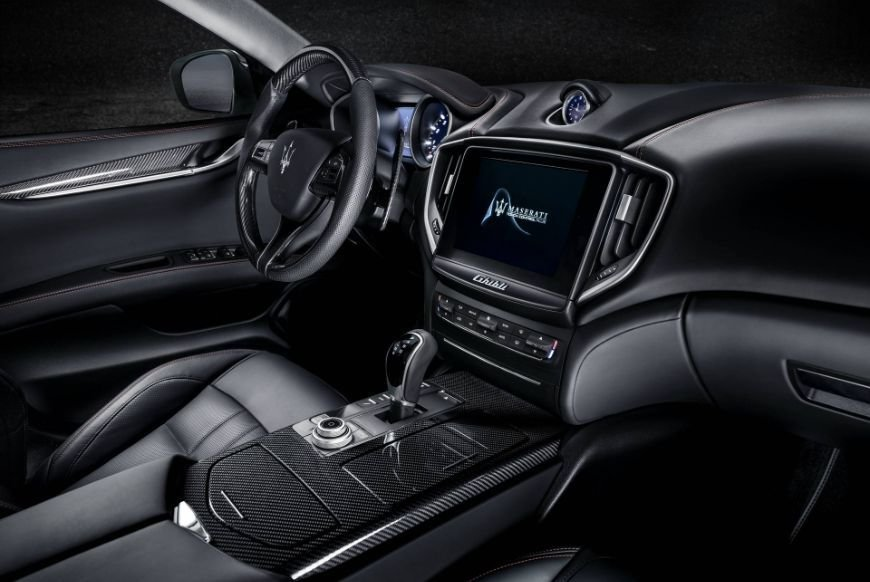 2018 maserati ghibli gransport dashboard and center console image