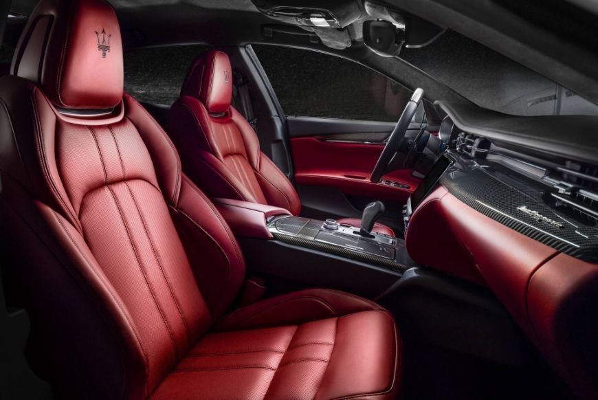 custom red leather interior in a maserati quattroporte gransport