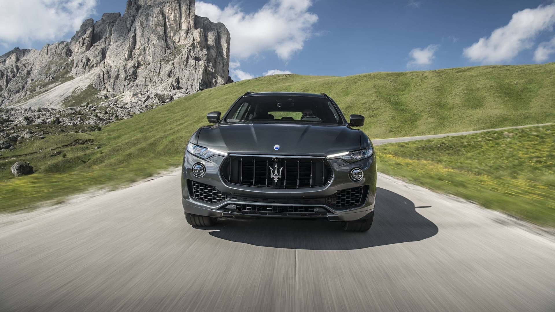 closeup frontal image of a 2018 maserati levante gransport suv