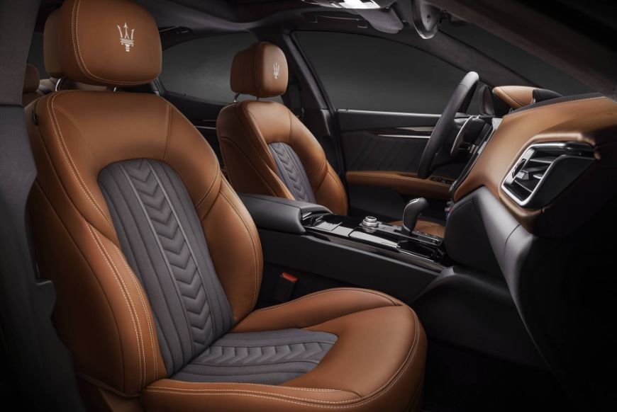 Luxury leather seating in a 2018 maserati ghibli granlusso