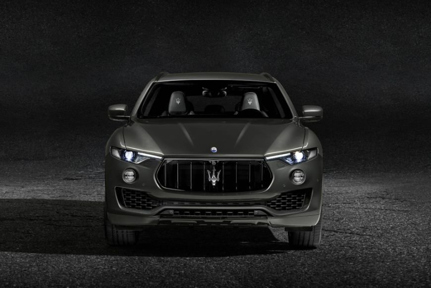 front view of this grey 2018 maserati levante gransport