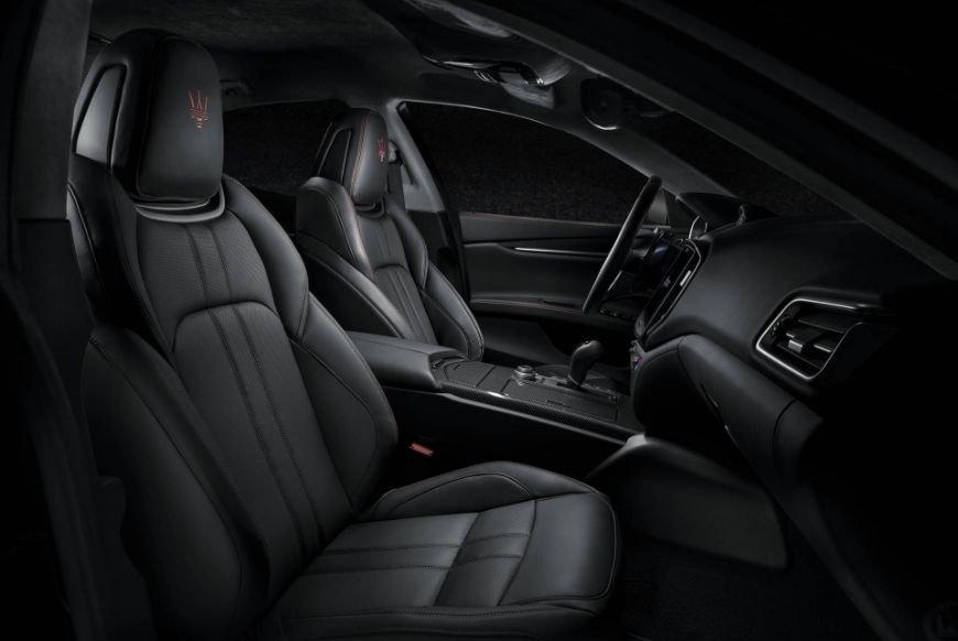 all black leather interior found in a 2018 maserati ghibli gransport