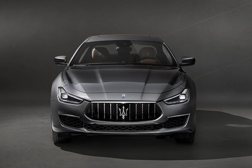 Frontal view of the 2018 maserati ghibli granlusso