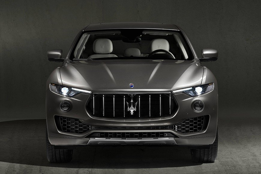 Frontal view of this 2018 maserati levante granlusso