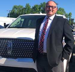 Lincoln Brand Manager Frank Mercardante in New Car Sales at Hennessy Ford Lincoln Atlanta