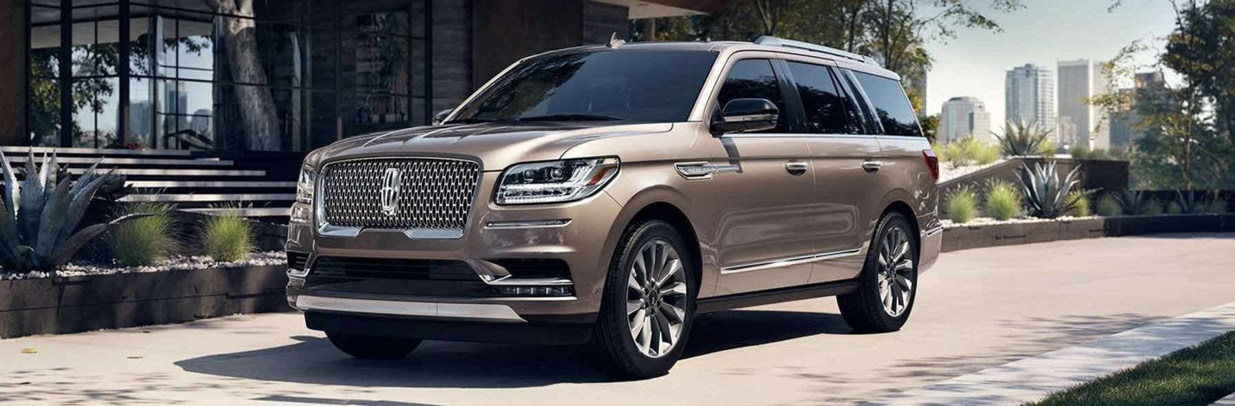 picture of a brand new lincoln navigator suv