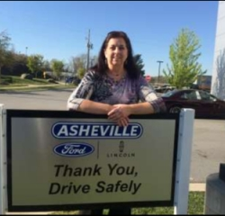 Warranty Diana Renshaw in Office at Asheville Ford