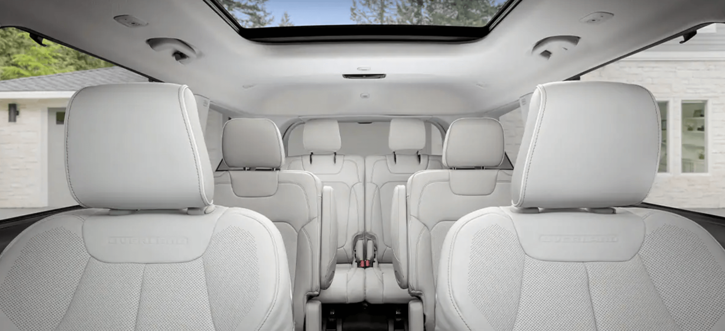 The interior of the new 2021 Jeep Grand Cherokee L