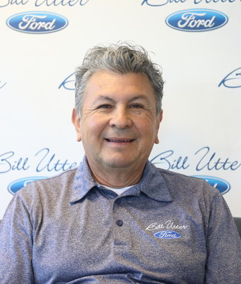 Sales Consultant Roberto Barrios in Sales at Bill Utter Ford