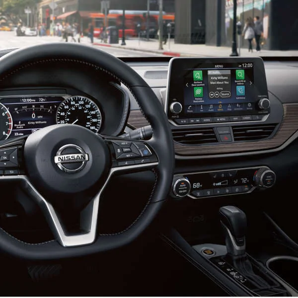 CUSTOMIZE HOW YOU CONNECT TO YOUR WORLD WITH ALTIMA
