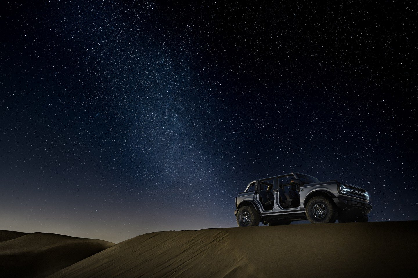 ford bronco in the desert