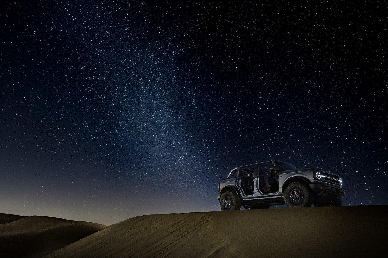 ford bronco in the desert