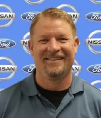 Quick Lane Manager Jon Hallquist in Service Department at Chuck Colvin Ford Nissan