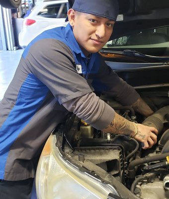 Technician Diego Victorino in Service at Garavel Subaru