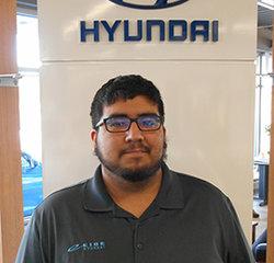 Service Technician Emmanuell Alaniz in Service at Eide Hyundai