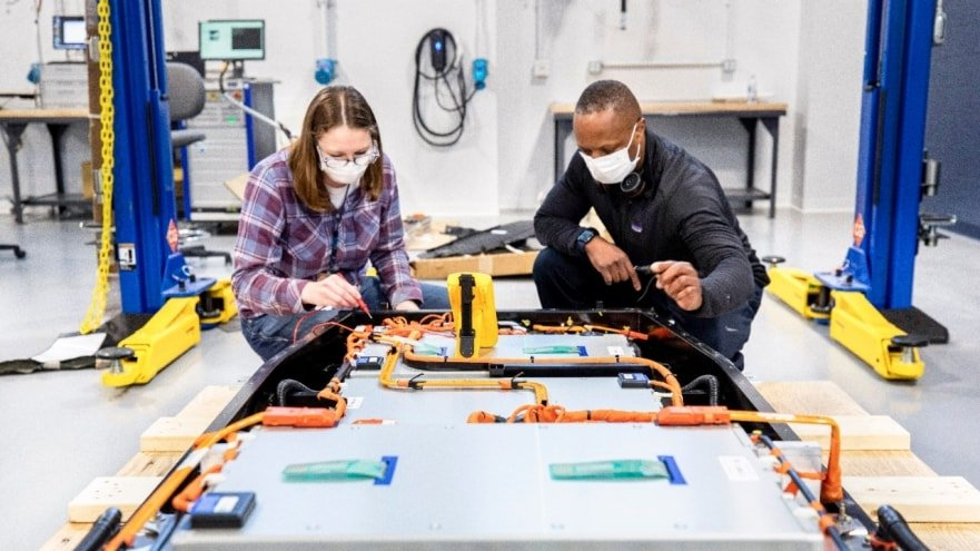 Dedicated Team at the New Global Battery Center