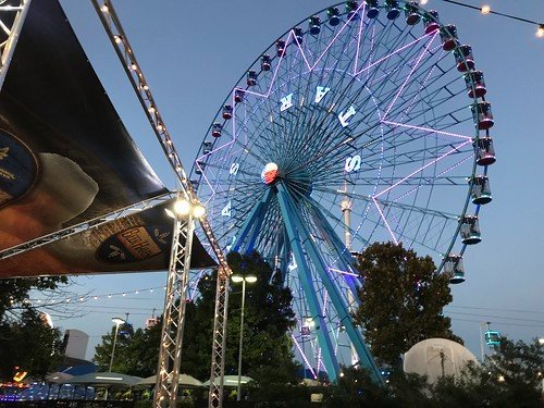 The massive and iconic ferris wheel at the State Fair of Texas