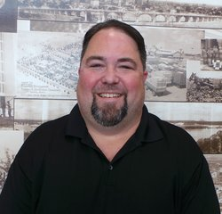 Service Advisor John Mendow in Service at Park Cities Ford of Dallas