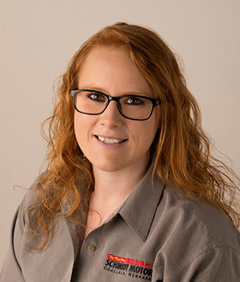 Service Writer Chenise Wunderlich in Service at Schmidt Motors