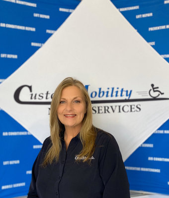 Mobile Service Director Lynn Bearden in Mobile Service at Custom Mobility