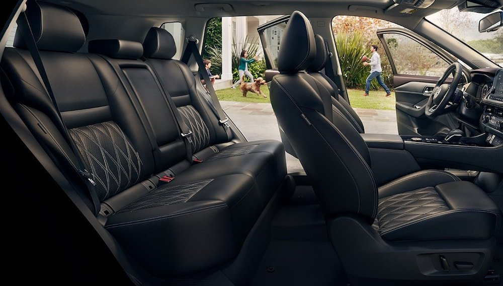 2021 Nissan Rouge first and second row interior seating.