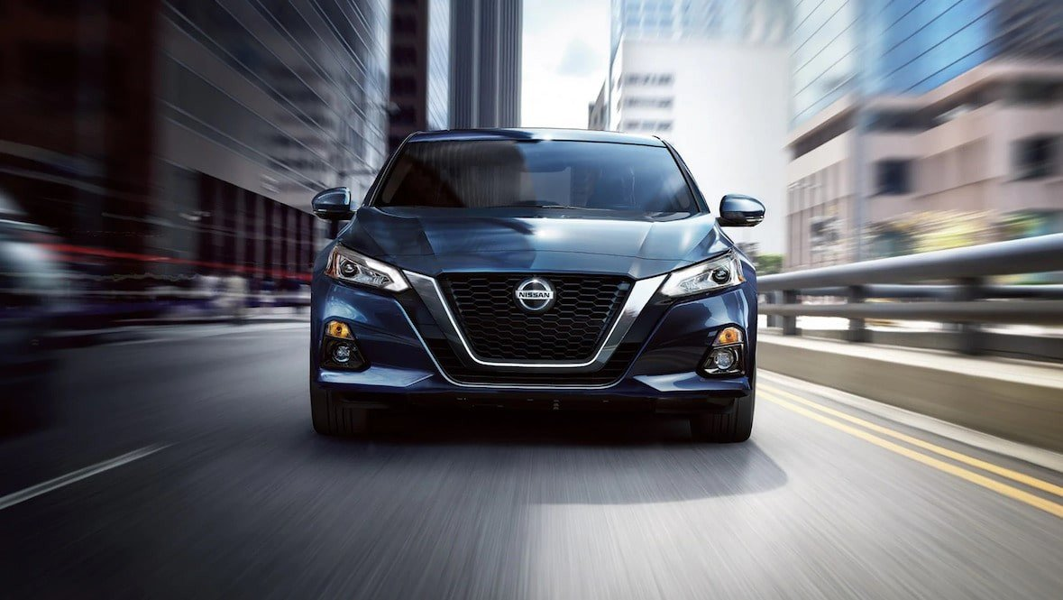 Head-on view of the 2020 Nissan Altima driving in Orlando