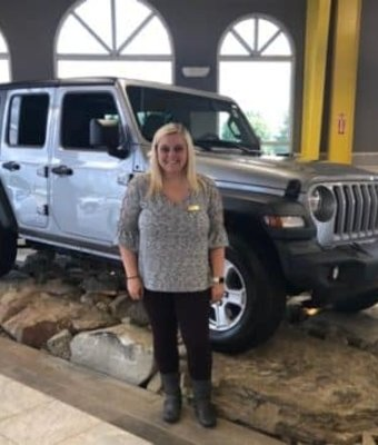 Cashier Aliza Hatton in Diehl CDJR of Salem at Diehl Automotive