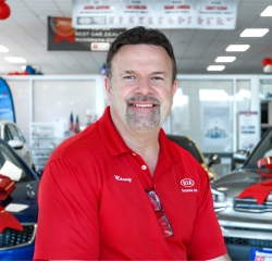 Kia Sales Consultant Manny DeSousa in Sales Team at Sansone Jr's 66 Automall